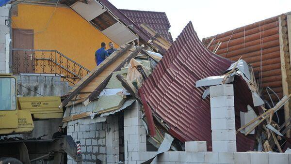 Ураган разрушил крышу дома, архивное фото - Sputnik Таджикистан