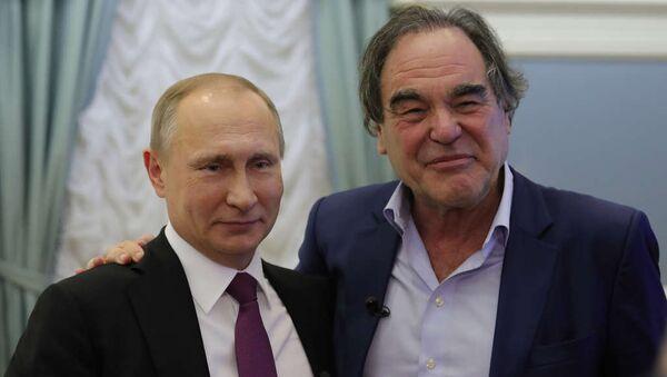 Владимир Путин и Оливер Стоун - Sputnik Тоҷикистон