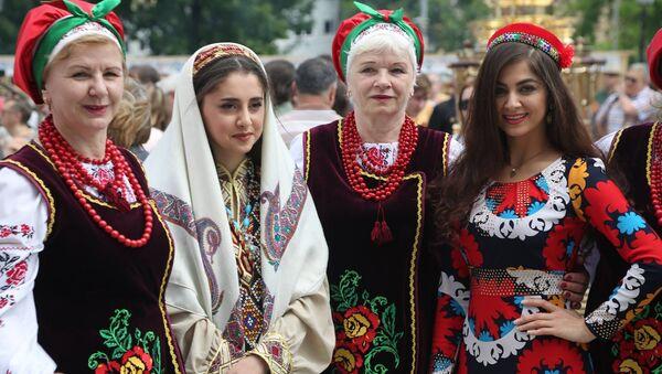Таджики отметили в Москве День России - Sputnik Тоҷикистон