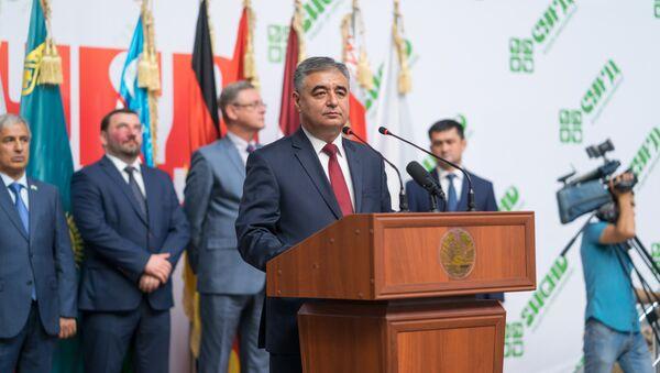 Заместитель председателя Согдийской области Анвар Якуби на церемонии открытия выставки-ярмарки Сугд-2017 - Sputnik Таджикистан