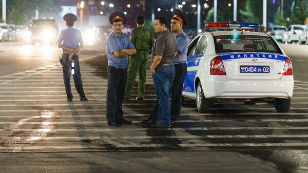 Милиционеры на дороге, архивное фото - Sputnik Тоҷикистон