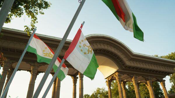 Флаги Таджикистана, архивное фото - Sputnik Тоҷикистон