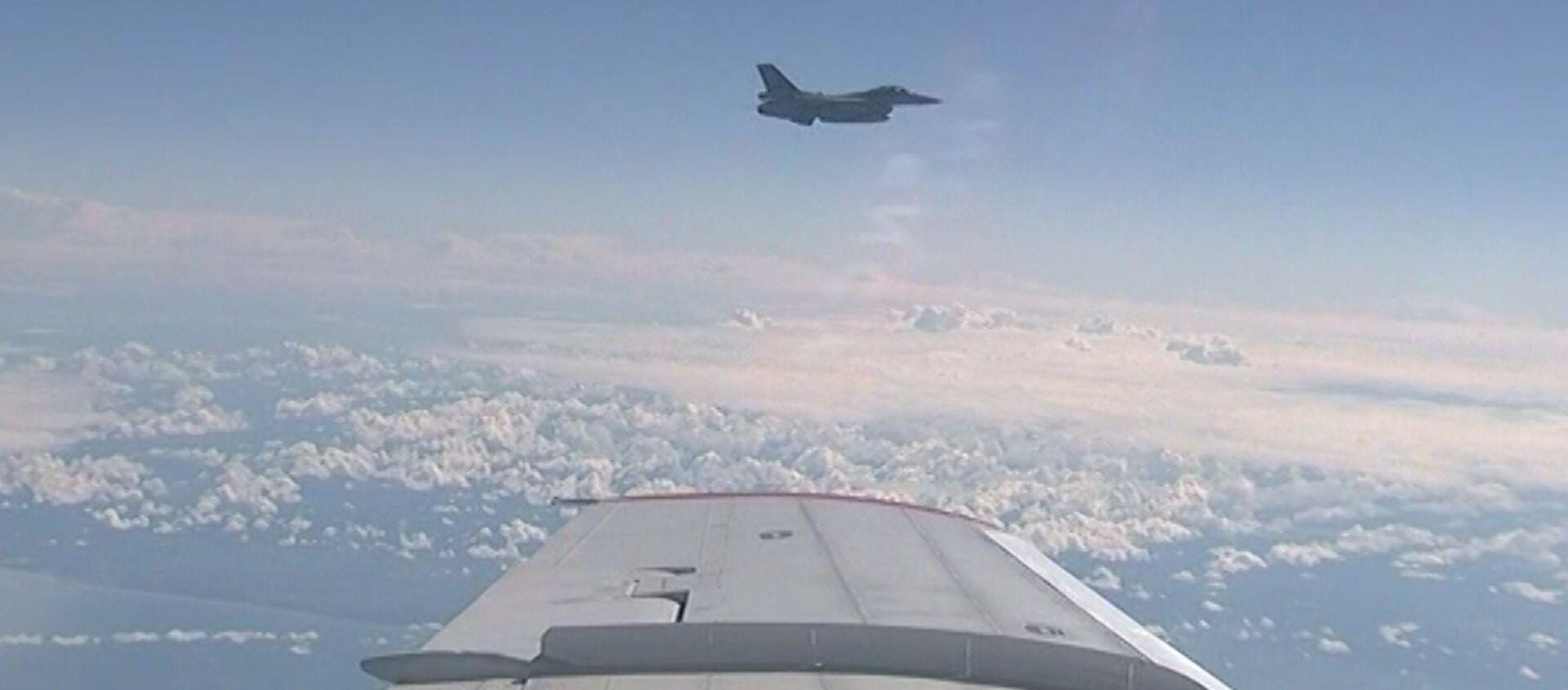 Истребитель НАТО приблизился к самолету министра обороны РФ - Sputnik Таджикистан, 1920, 21.06.2017