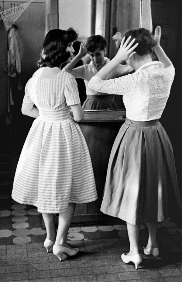 В молодежном кафе Юность. Москва, 1961 год. - Sputnik Таджикистан