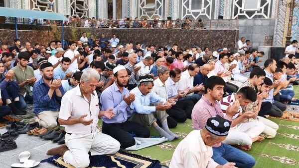 Празднование Рамазана в Душанбе - Sputnik Таджикистан