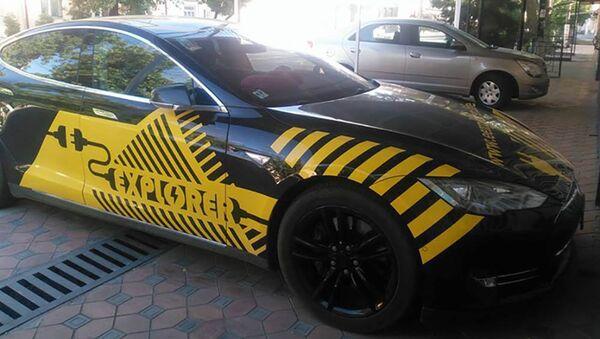 Автомобиль Tesla - Sputnik Таджикистан