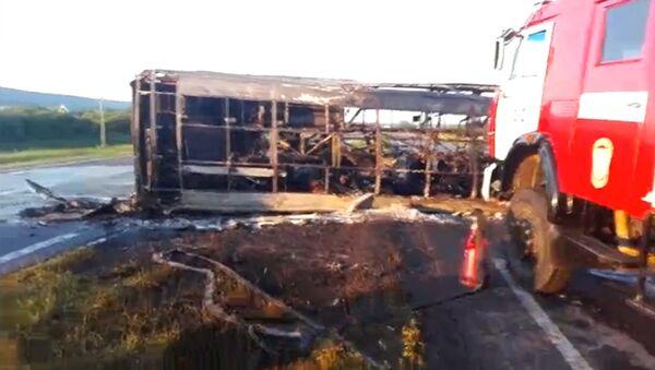 Пассажирский автобус столкнулся с КамАЗом в Татарстане. Кадры с места ДТП - Sputnik Таджикистан