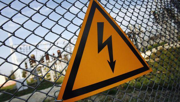 Предупреждающий знак о высоком напряжении, архивное фото - Sputnik Таджикистан