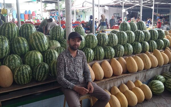 Продавец на рынке в Таджикистане, архивное фото - Sputnik Таджикистан