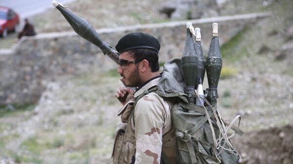 Солдат афганской национальной армии на контрольно-пропускном пункте в Кабул-Джелалабаде, архивное фото - Sputnik Таджикистан