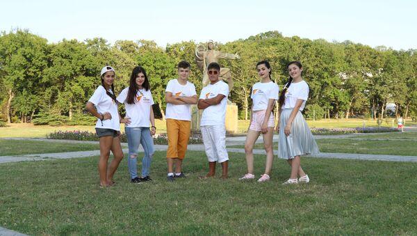 Участники Международного вокального конкурса Ты супер! во Всероссийском детском центре Орленок - Sputnik Таджикистан