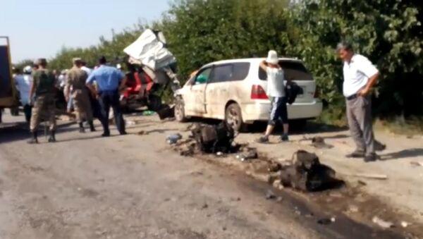 Что происходило после ДТП — видео очевидца с места страшной аварии - Sputnik Тоҷикистон