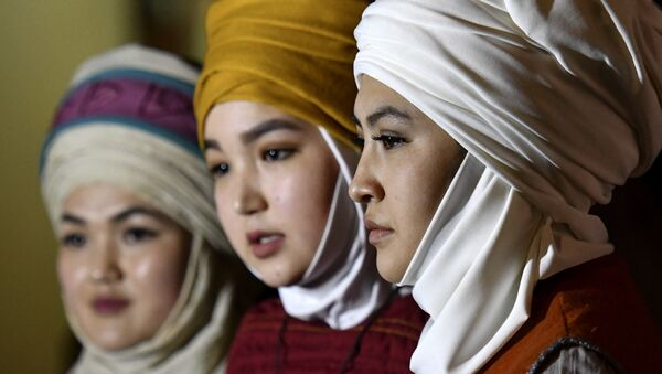 Женщины в тюрбанах, архивное фото - Sputnik Таджикистан