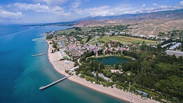 Вид с высоты на пляж озера Иссык-Куль, архивное фото - Sputnik Таджикистан