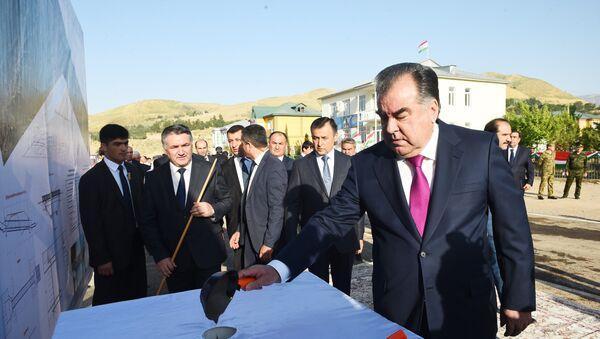 Президент Таджикистан Эмомали Рахмон дал старт строительству - Sputnik Таджикистан