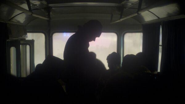 Люди в автобусе, архивное фото - Sputnik Таджикистан