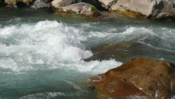Река Варзоб в Таджикистане, архивное фото - Sputnik Тоҷикистон