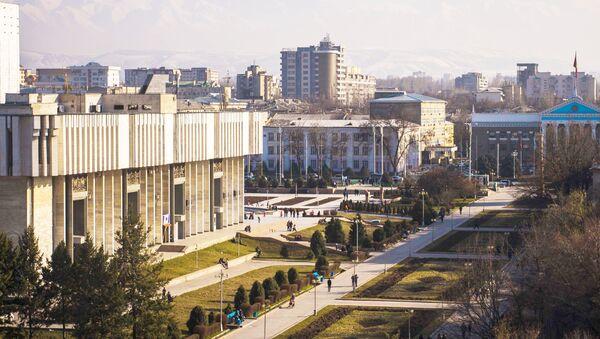 Аллея молодежи и панарамный вид на город Бишкек - Sputnik Таджикистан