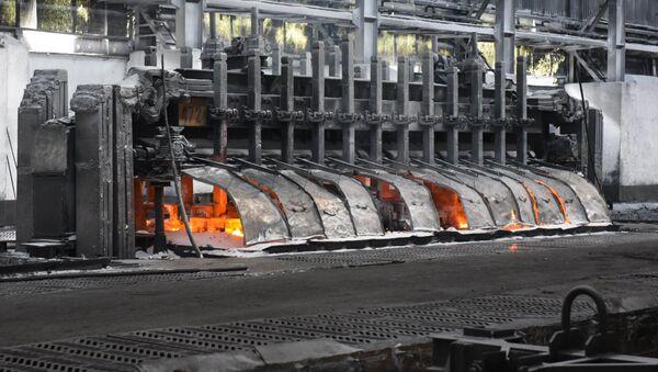 Производство алюминия на Таджикском алюминиевом заводе - Sputnik Таджикистан
