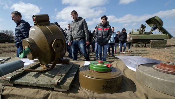 Противопехотные и противотанковые мины - Sputnik Тоҷикистон