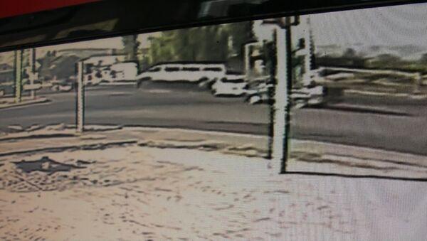 Смертельную аварию с маршруткой в Бишкеке сняла камера наблюдения - Sputnik Таджикистан