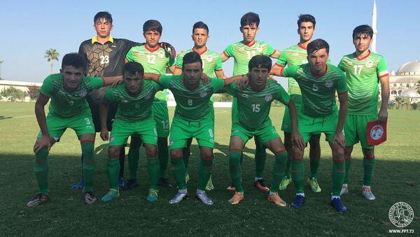 Молодежная сборная Таджикистана по футболу провела 8 августа свой первый контрольный матч на учебно-тренировочном сборе в Турции - Sputnik Тоҷикистон