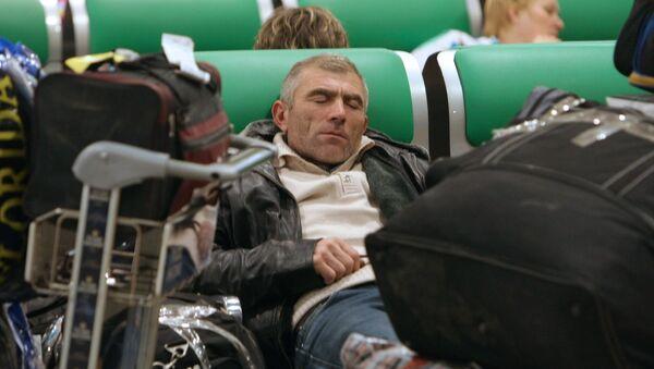 Пассажиры в аэропорту, архивное фото - Sputnik Таджикистан