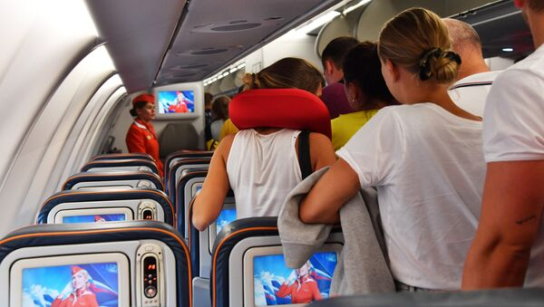 Пассажиры в самолете, архивное фото - Sputnik Таджикистан