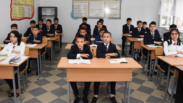 Школьники в классе, архивное фото - Sputnik Таджикистан