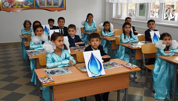 Школьники в классе, архивное фото - Sputnik Тоҷикистон