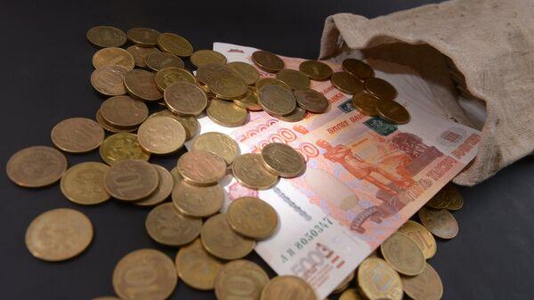 Денежные купюры и монеты России, архивное фото - Sputnik Таджикистан