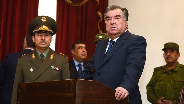 Рахмон выступает перед пограничниками - Sputnik Таджикистан