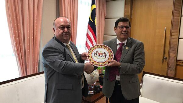 Встреча таджикского посла с Генеральным секретарем МИД Малайзии - Sputnik Тоҷикистон