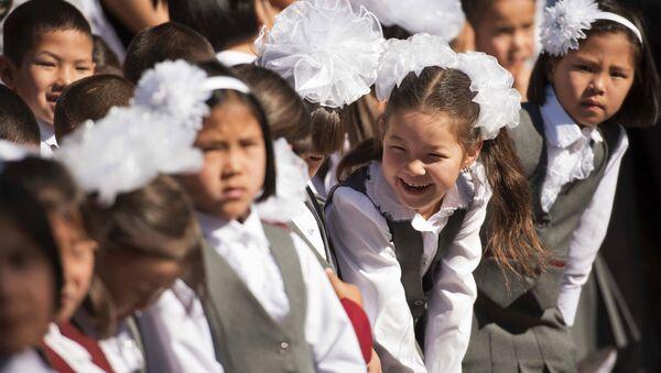Начало учебного года в школах Кыргызстана - Sputnik Таджикистан