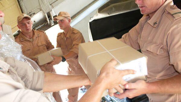 Российские военнослужащие оказали содействие в доставке гуманитарной помощи в школы РТ  - Sputnik Тоҷикистон