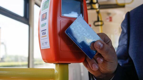 Оплата проезда электронными картами, архивное фото - Sputnik Таджикистан