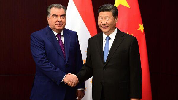 Президент РТ Эмомали Рахмон с председателем КНР Си Цзиньпин - Sputnik Таджикистан