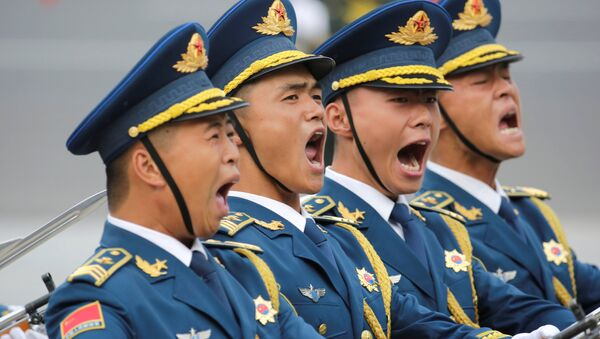 Китайские военные на церемонии по случаю визита президента Таджикистана в КНР - Sputnik Таджикистан