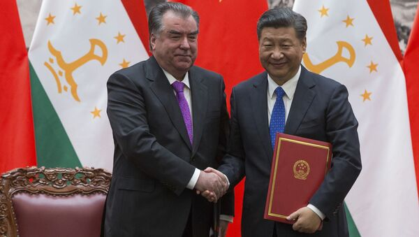 Президент Таджикистана Эмомали Рахмон и председатель КНР Си Цзиньпин - Sputnik Таджикистан