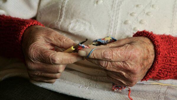 Руки пожилой женщины, архивное фото - Sputnik Таджикистан