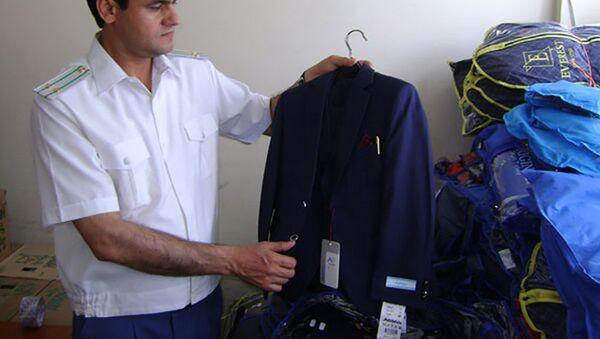 Таможеннники РТ изъяли контрафактную школьную форму из Узбекистана - Sputnik Таджикистан