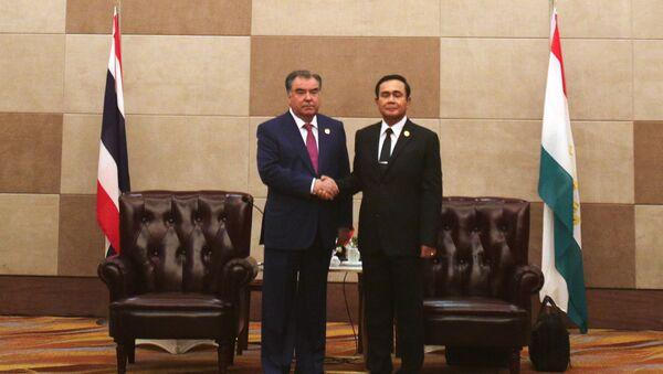 Президент Песпублики Таджикистан Эмомали Рахмон с премьер министром Тайланда Чан-Оча - Sputnik Тоҷикистон
