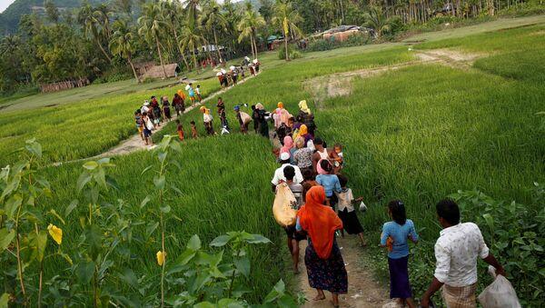 Беженцы рохинджа покидают Мьянму - Sputnik Тоҷикистон
