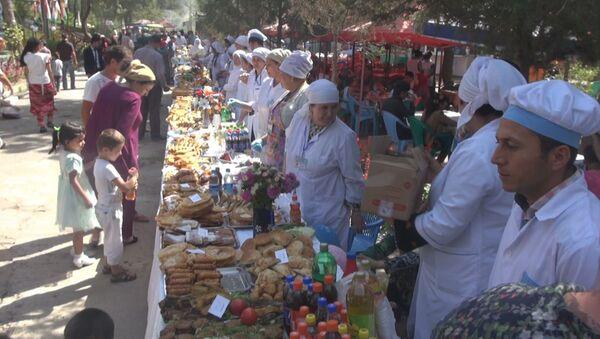В Душанбе празднование независимости начали с кулинарной ярмарки - Sputnik Тоҷикистон