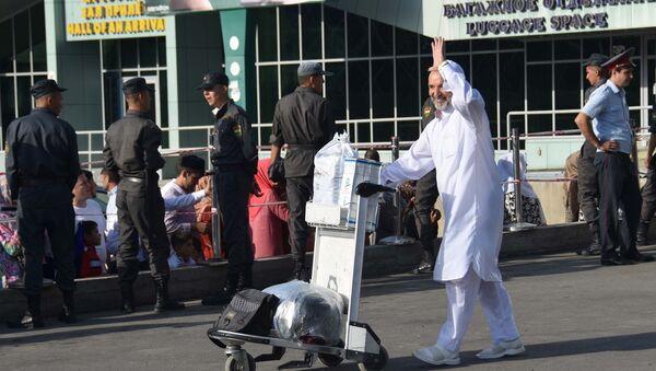 Паломники вернувшиеся с Хаджа в Душанбе - Sputnik Таджикистан