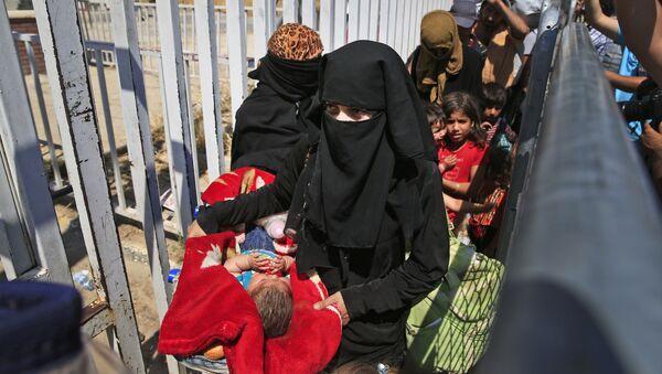 Женщины беженцы с детьми из Сирии, архивное фото - Sputnik Таджикистан