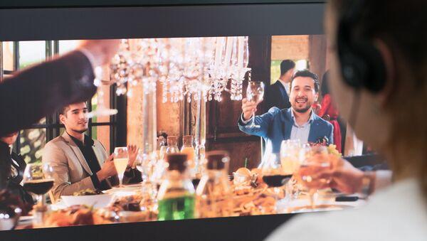 Скриншот клипа Сардора Рахимхона и таджикского исполнителя Джонибека Муродова - Sputnik Таджикистан