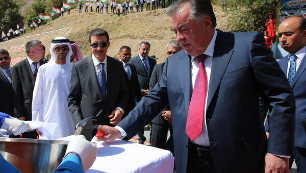 Эмомали Рахмон на встрече с жителями Дарвазского района Горно-Бадахшанской автономной области - Sputnik Таджикистан
