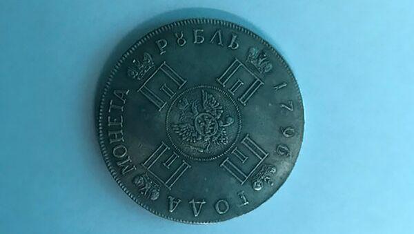 Старинная монета за которую был задержан авиапассажир - Sputnik Тоҷикистон