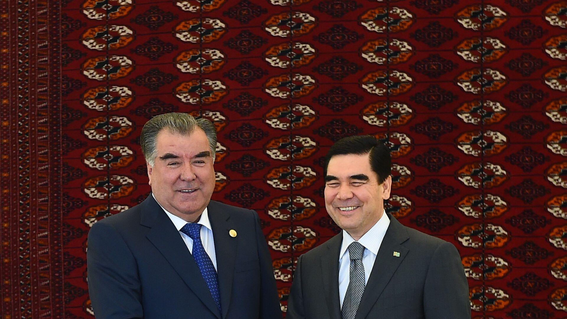 Президент РТ Эмомали Рахмон вместе с президентом Туркменистана Гурбангулы Бердымухамедовым - Sputnik Таджикистан, 1920, 29.06.2021